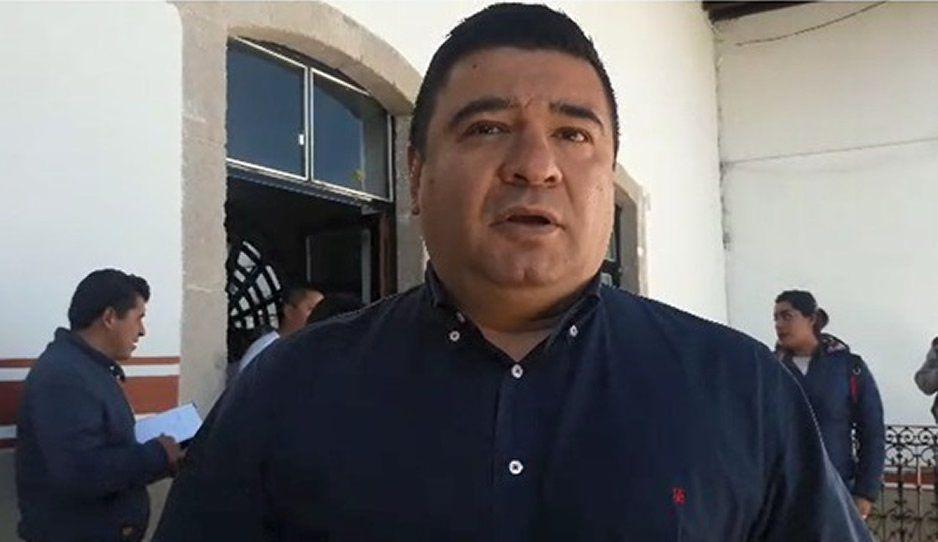 Se victimiza ex edil de Huauchinango tras investigaciones en su contra por robo de ataúdes