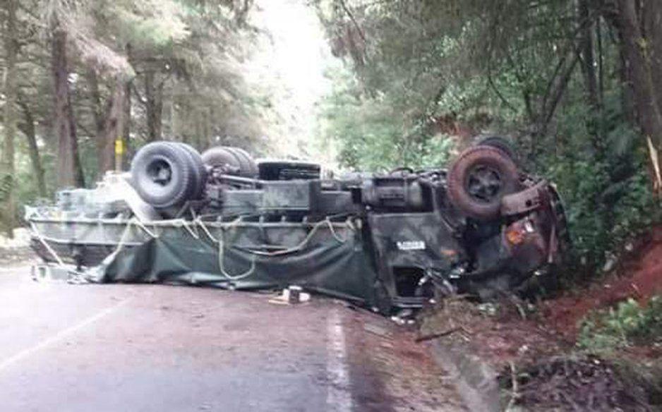 Vuelca camión del Ejercito en Siltepec; hay 4 lesionados