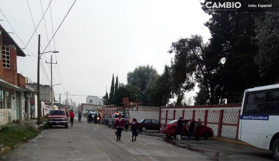 Padres de familia toman instalaciones de secundaria en Moyotzingo