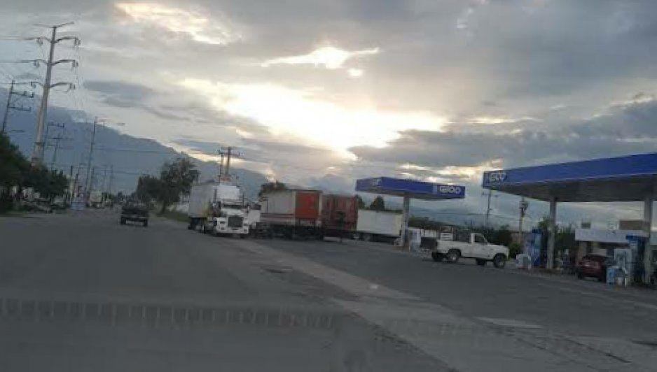 Armados asaltan gasolinera en Texmelucan