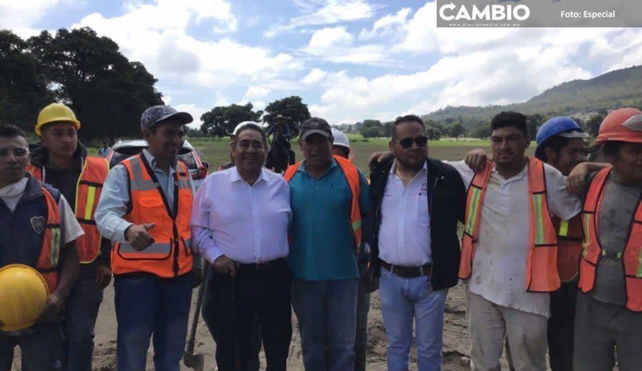 Mario de la Rosa inicia pavimentación de acceso a hospital IMSS en Amozoc
