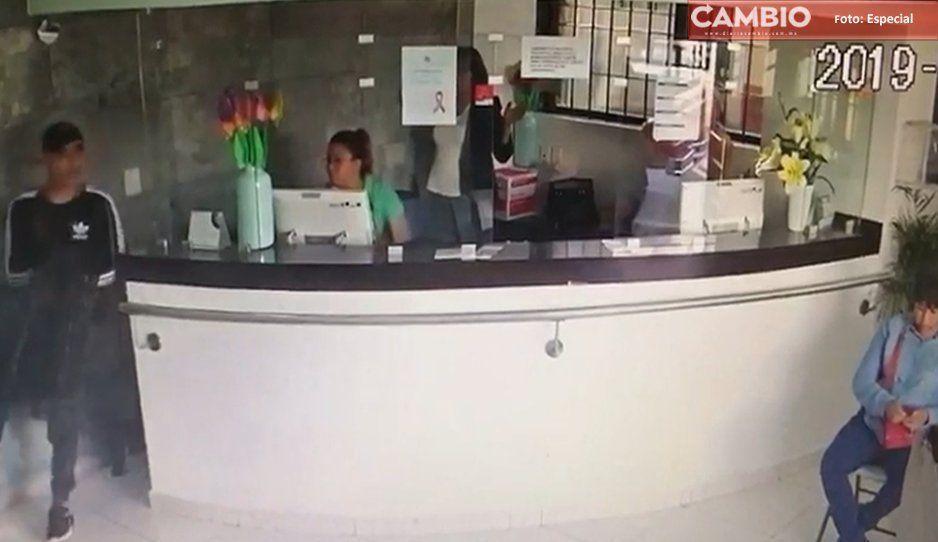 Sujetos armados asaltan a clientes y empleados de laboratorios clínicos en Texmelucan (VIDEO)