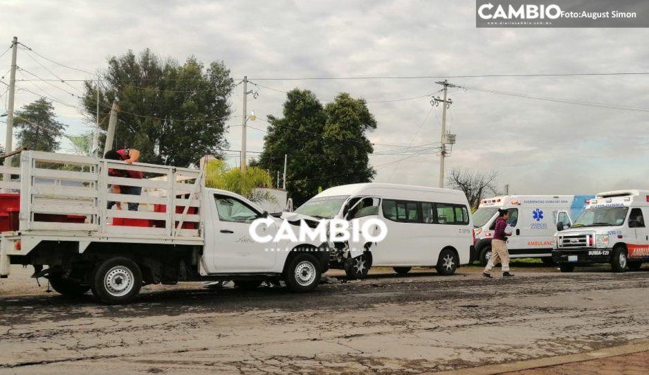 Fuerte accidente entre camioneta y colectiva deja seis pasajeros lesionados en Tecamachalco (FOTOS)