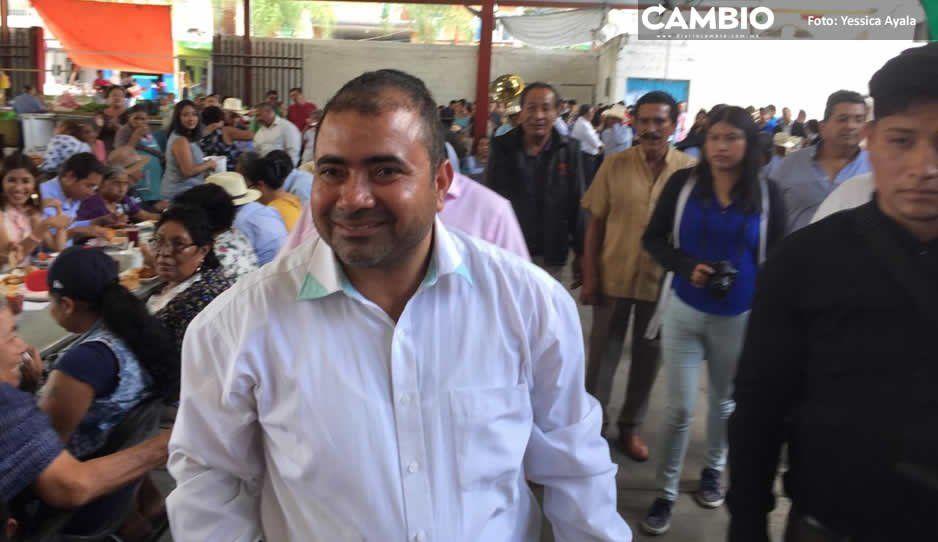 Asume Manuel Gil alcaldía de Tepeojuma  bajo la sombra de controversia electoral