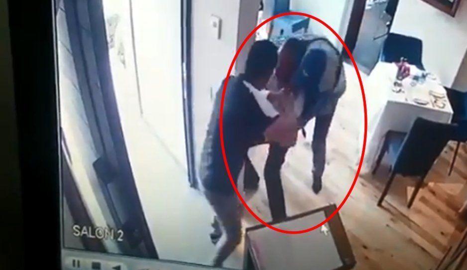VIDEO: Comando armado somete a viejito para asaltar restaurante