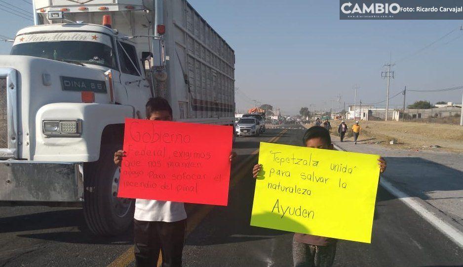 Bloquean la Amozoc-Nautla para exigir al Gobierno Federal apoyo para sofocar el incendio en El Pinal