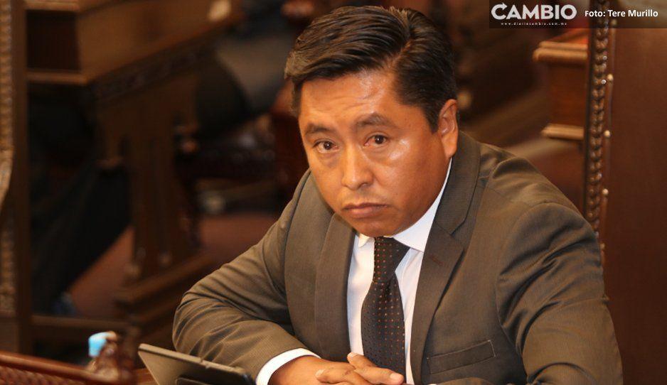 Tiembla Julián Peña en Tepeojuma: piden su cabeza en Consejo Municipal