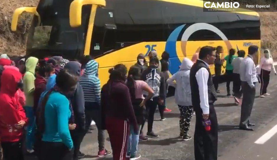 Tras diez días, recuperan a chofer y camión  secuestrados por normalistas en la Atlixcáyotl