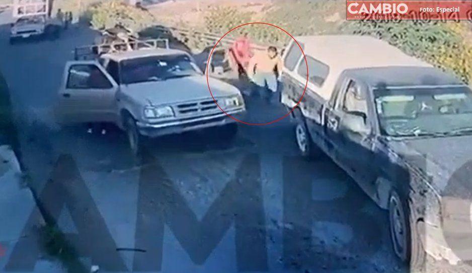Roban dos camionetas y secuestran a 4 adultos y 2 niños en Tecamachalco