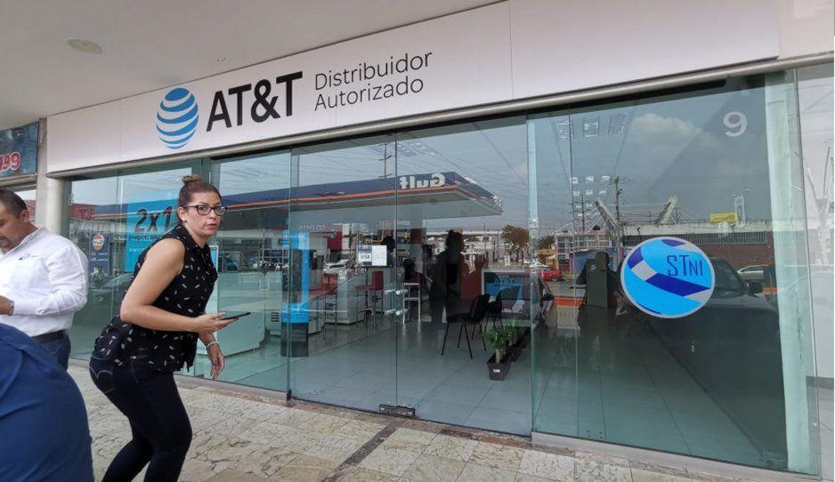 ¡Se llevaron los iPhone y dejaron los Huawei! Atracan ATT de la Plaza Diagonal