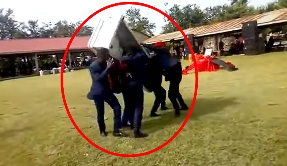 Tiran ataúd en pleno funeral por intentar bailar con el (VIDEO)