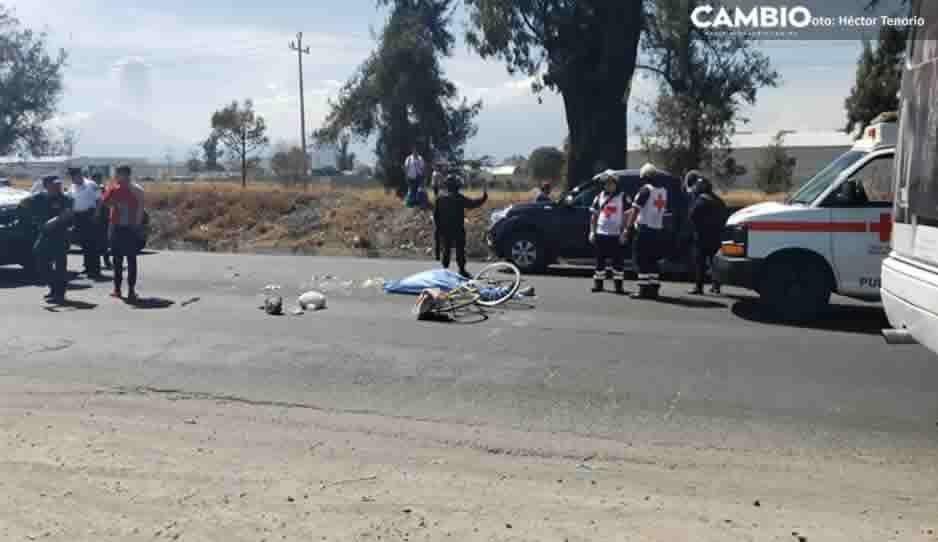 Embisten a dos ciclistas en la México-Puebla, muere uno