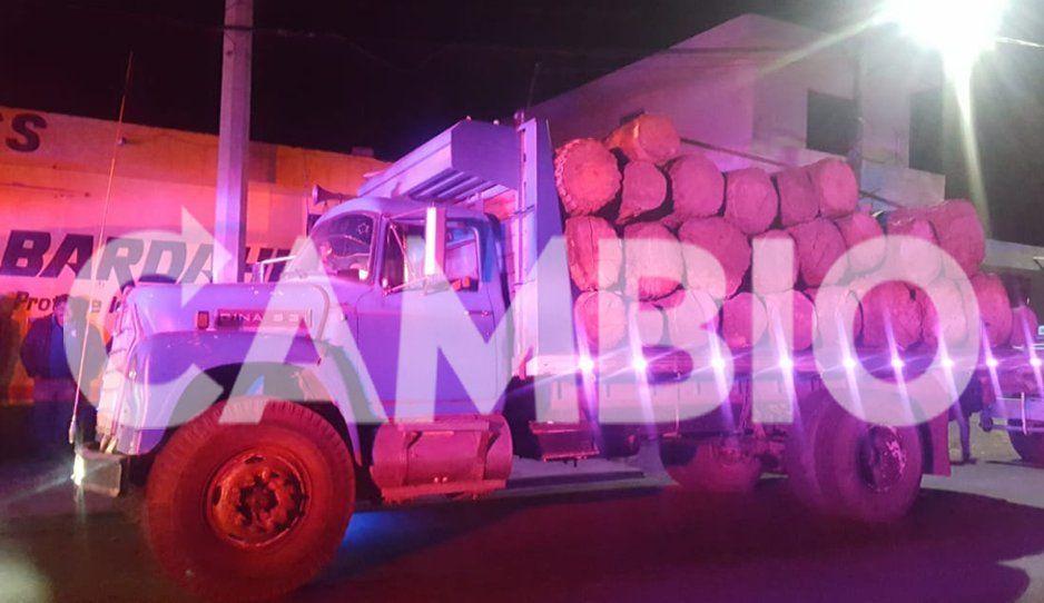 Detienen camiones con madera talada de las faldas del Popocatépetl
