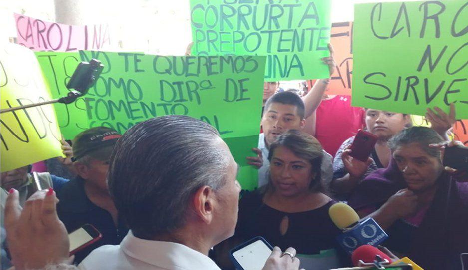 Comerciantes exigen la destitución de directora de Fomento Comercial de Tehuacán