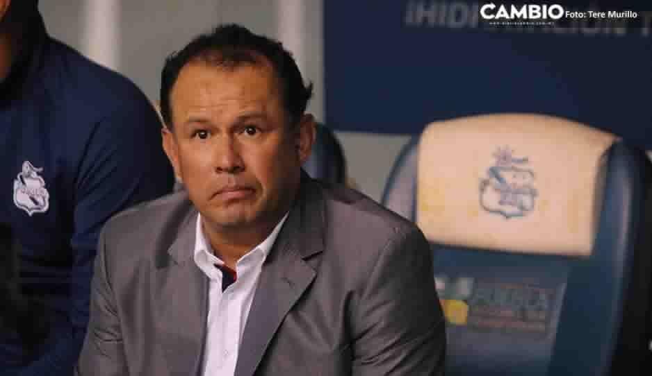 Juan Reynoso no se mete en polémica de quien es el dueño del Puebla, tras las declaraciones de Chelís