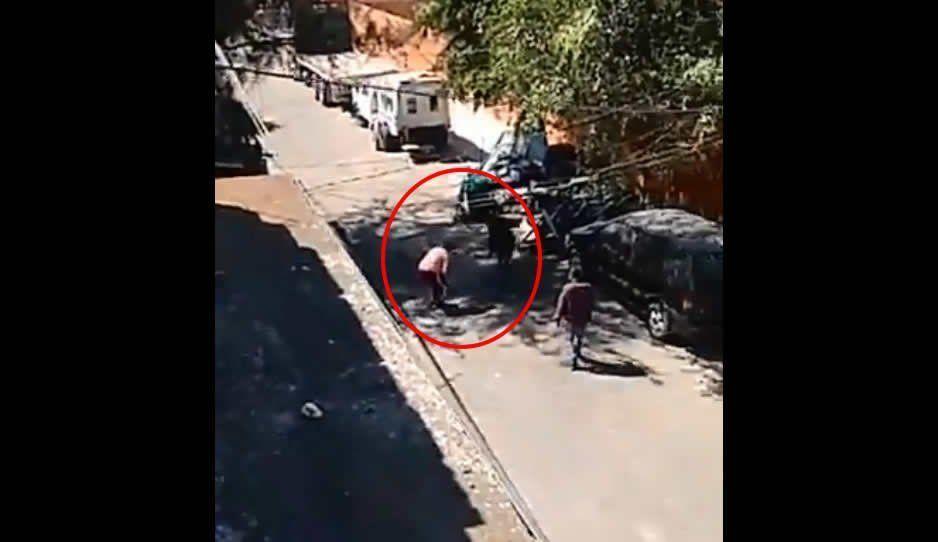 Otra de #Ecaterror: Así balearon a mujer a plena luz del día (VIDEO)