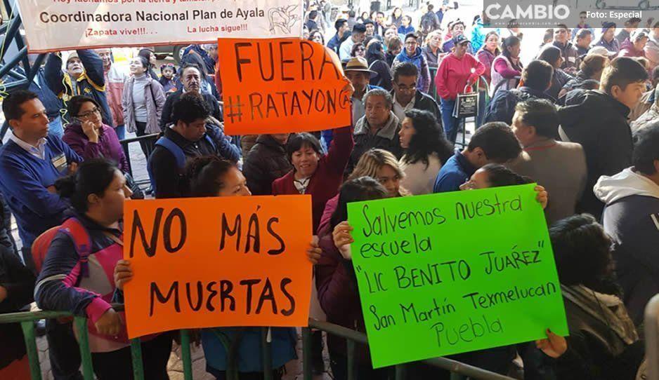 Padres de Texmelucan exigen a AMLO en Tlaxcala, reconstrucción de primaria tras daños por sismo