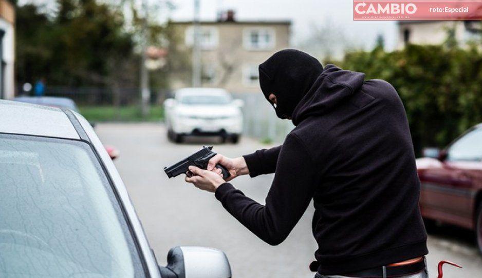 Comando armado roba 5 vehículos y somete a una familia en San Andrés Cholula