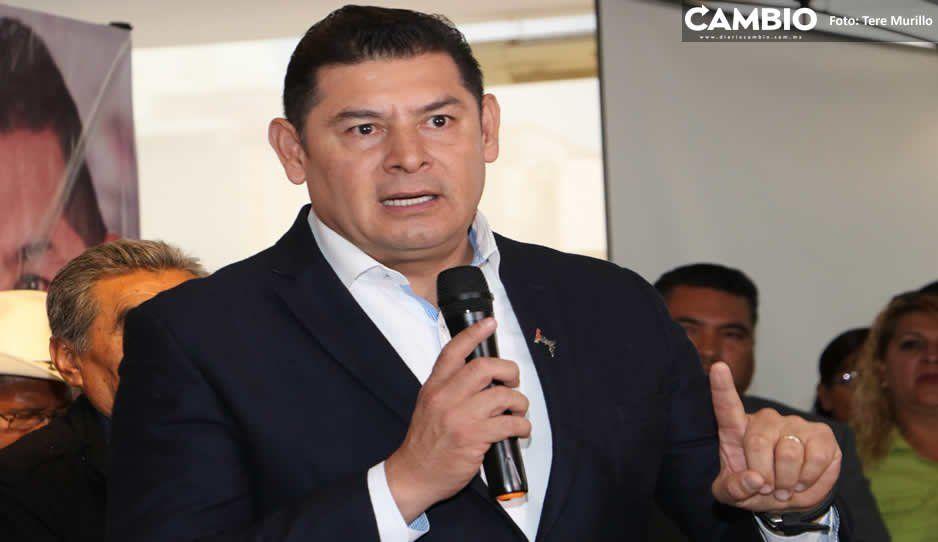 130 ediles de Puebla acusan a Armenta de condicionarles recursos del Senado