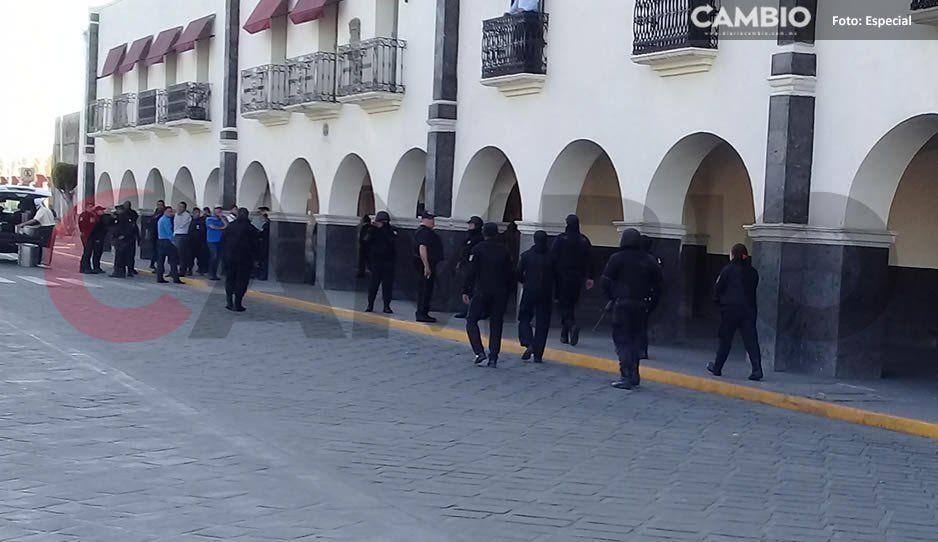 Balacera en Huejotzingo tras intento de linchamiento; policías resguardan el Palacio Municipal (VIDEO)