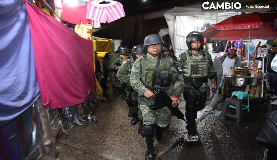 Tras enfrentamiento Policía estatal y GN realizan mega operativo en tianguis de Texmelucan (VIDEO)