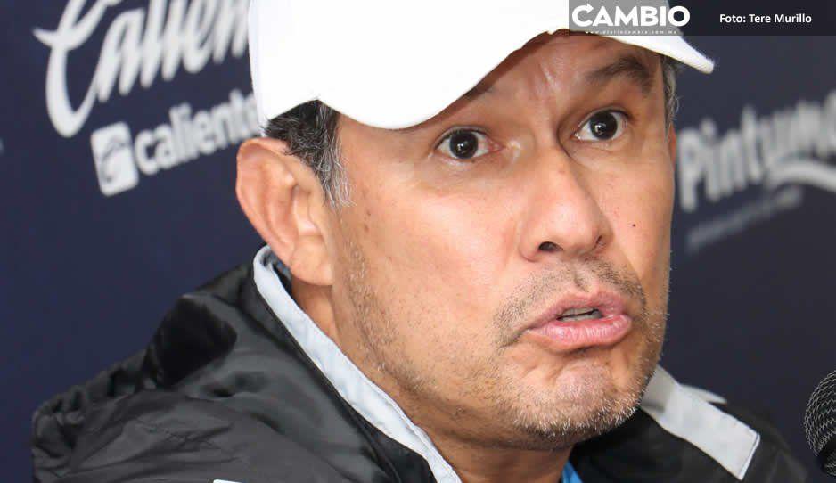 Juan Reynoso evita confrontarse con El Chelís y niega tensión en el Club Puebla