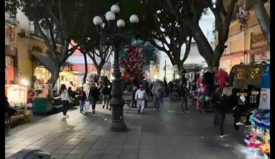 14 de febrero entre ambulantes: ocupan a placer la 5 de mayo y el Centro Histórico (VIDEO)