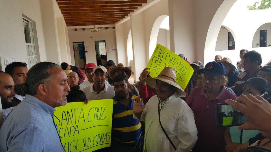 Se manifiestan habitantes de Juntas Auxiliares, exigen obra pública a la brevedad