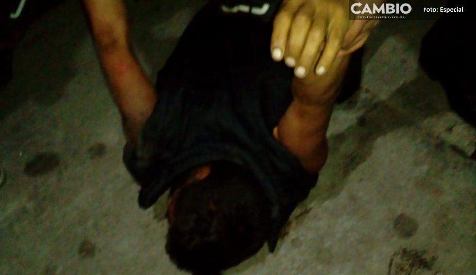 Casi linchan a ladrón en Texmelucan, ¡lo salvó la Policía!