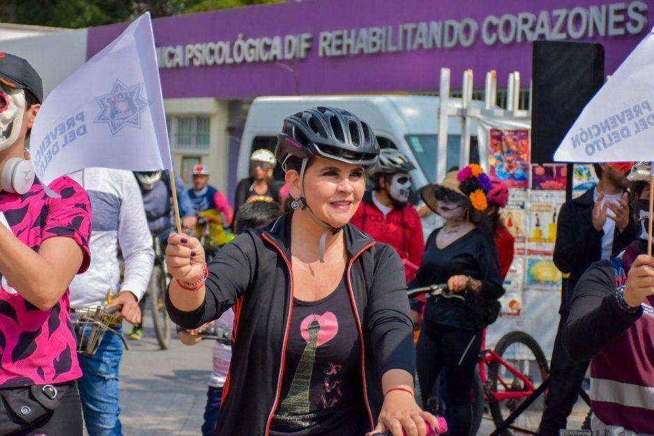 Norma Layón inaugura exitosamente festividades de Día de Muertos en Texmelucan