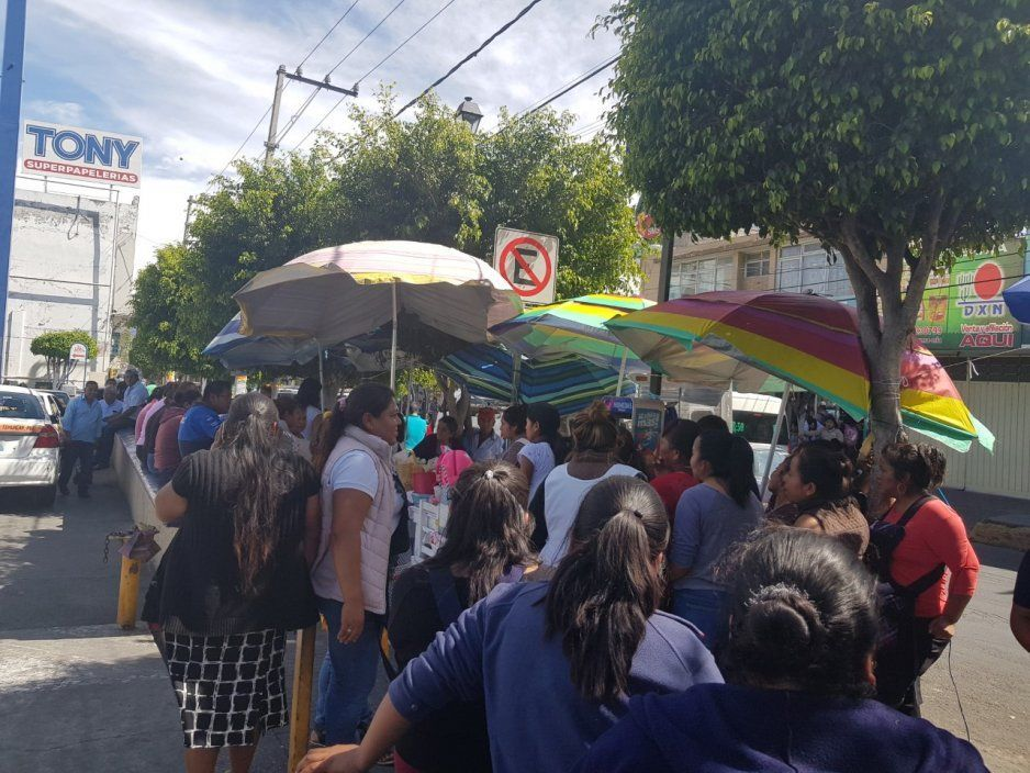 Se enfrentan canasteras con coapeñas por un lugar de venta en Tehuacán