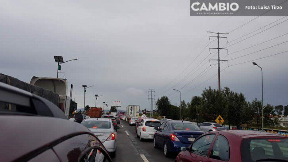 Caos vial en el periférico, por volcadura de varios vehículos