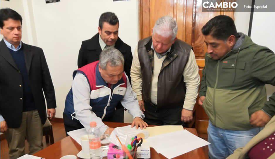"""Comerciantes y edil de Teziutlán firman acuerdo para la construcción del centro comercial """"Los Portales"""""""