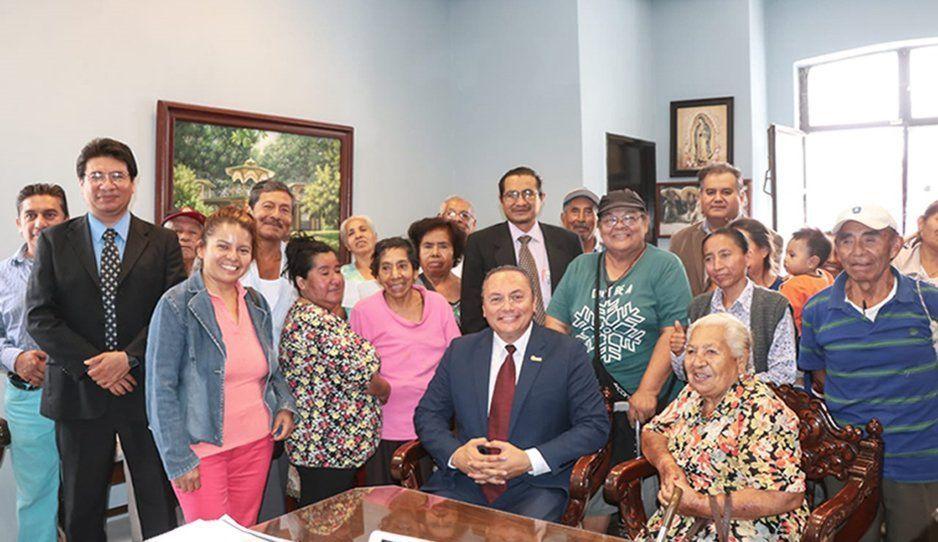 Alcalde Guillermo Velázquez atiende solicitudes ciudadanas en Atlixco
