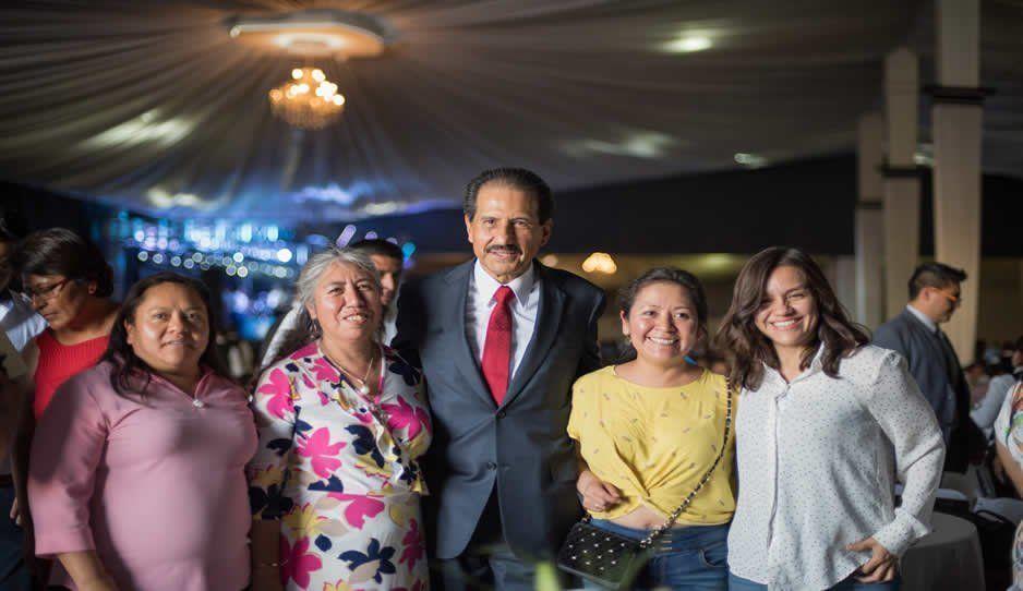 Esparza celebra a docentes en el Día del Maestro: son constructores de la sociedad