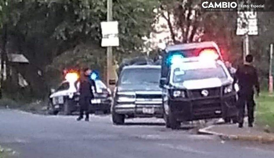 Cachan a policías de Xoxtla extorsionando a conductor cerca de la México-Puebla