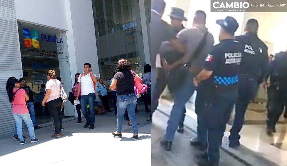 En pleito por la custodia de su hijo, saca una pistola y arma trifulca en el CIS de Tehuacán