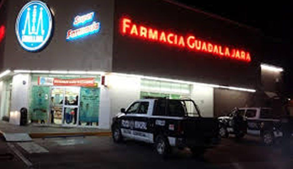Sujetos armados asaltan Farmacia Guadalajara y se apoderan de 4 mil pesos en Texmelucan