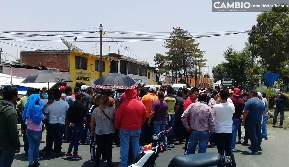 Comerciantes provocan caos vial al cerrar accesos a Texmelucan