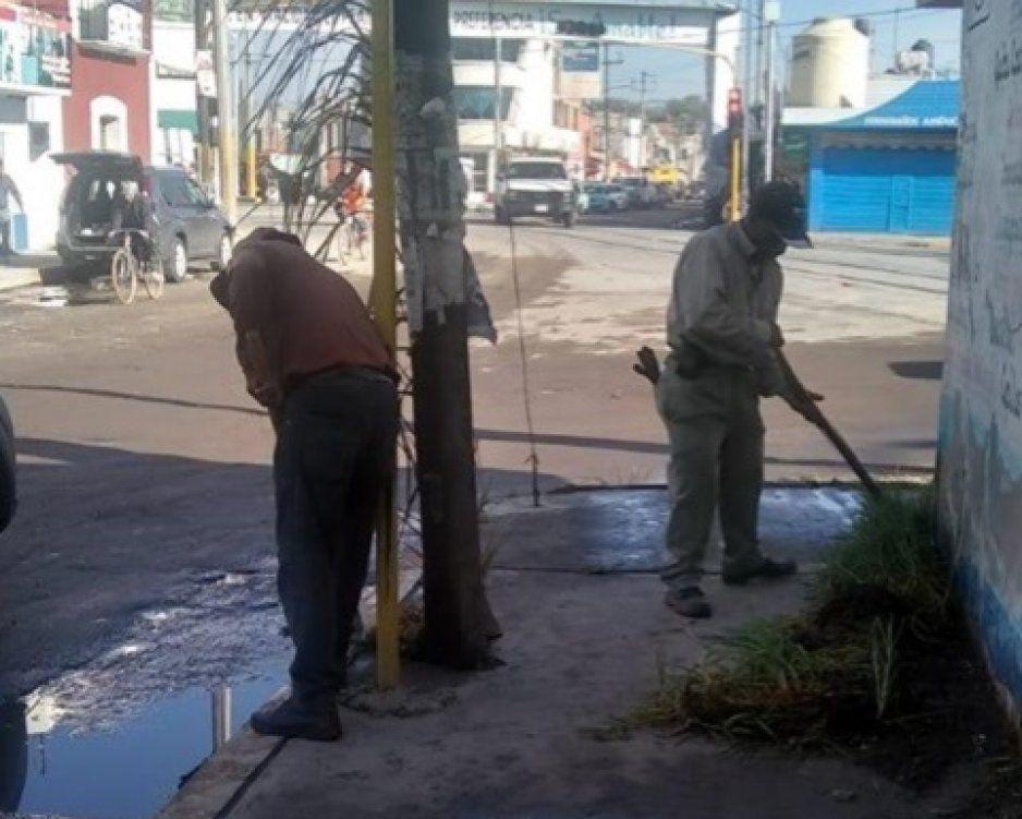 Ayuntamiento limpia calles de Texmelucan para minimizar daños por lluvias