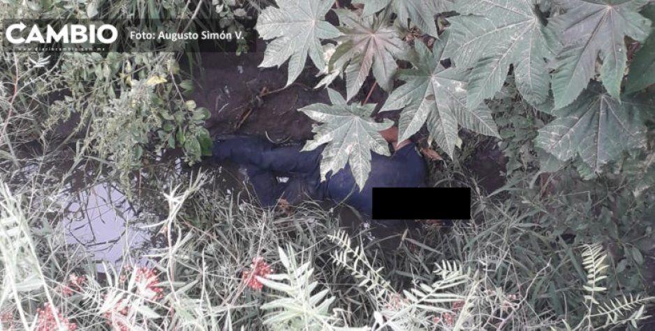 Hallan a hombre ejecutado en el fondo de una barranca en Huixcolotla