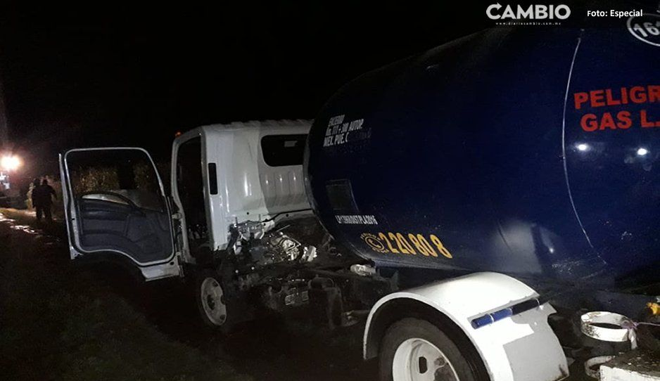 Aseguran pipa de gas que se encontraba conectada a toma clandestina que tenía fuga en Texmelucan