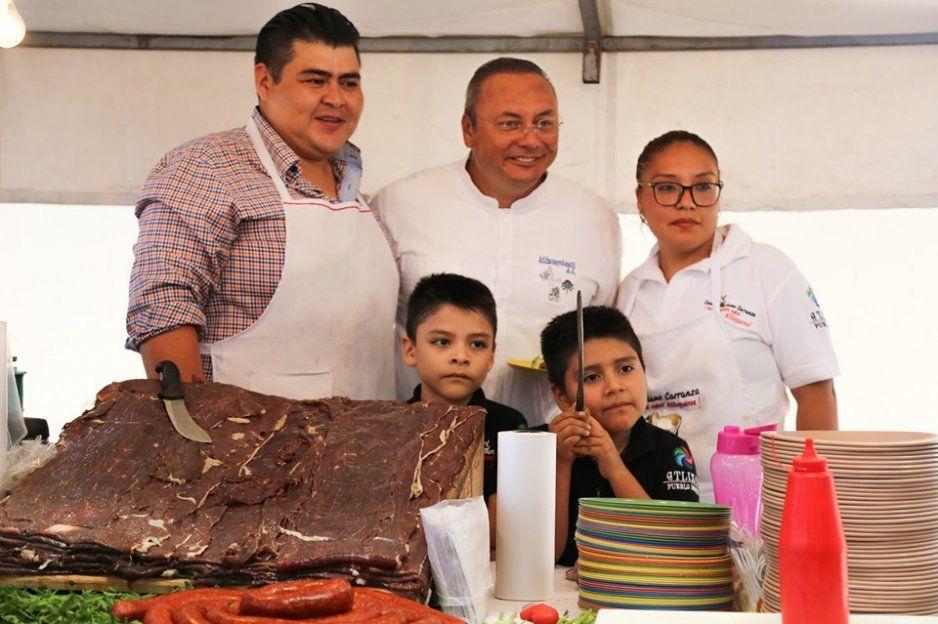 Inaugura Guillermo Velázquez Feria de la cecina en Atlixco
