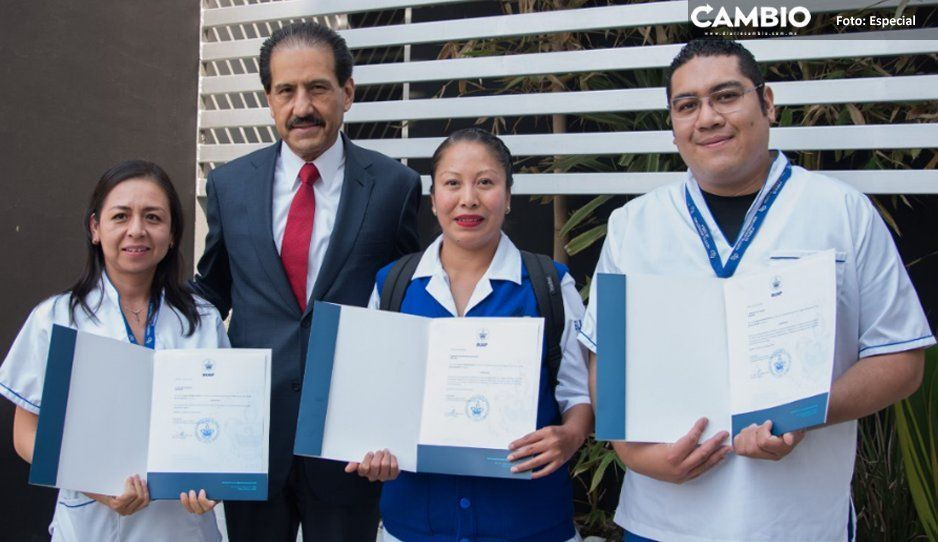 Esparza reconoce el compromiso de trabajadores y entrega definitividades