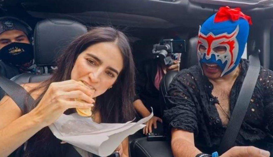 Escorpión Dorado obliga a Bárbara de Regil a comer tacos de canasta (VIDEO)