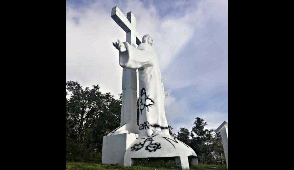 ¡Con Diosito no! Blasfemos le pitan tremendo pene a Cristo de Zacapoaxtla (FOTOS)