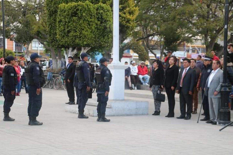 Conmemoran 103 aniversario de la promulgación de la Constitución en Amozoc