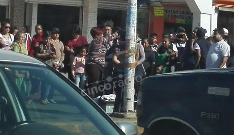 Amarran a una mujer acusada de robo en el mercado Independencia