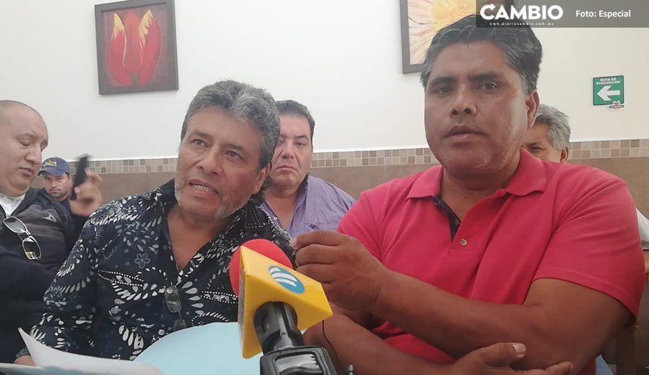 Dueño de taxi defiende a chofer detenido por llevar corona fúnebre al Ayuntamiento de Tehuacán