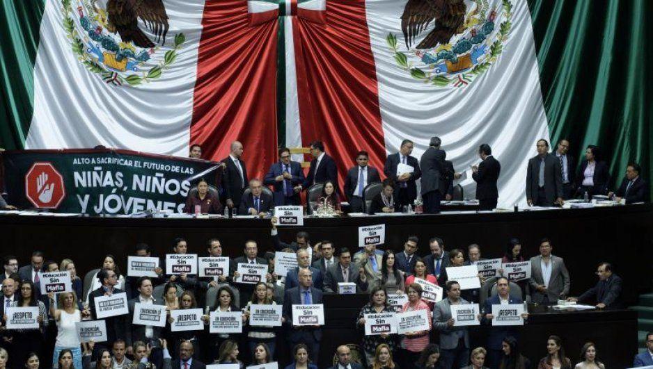 Ponen fin a la Reforma Educativa de Peña en San Lázaro